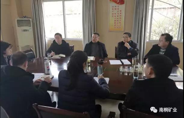 南桐矿业公司副总经理杨明到基层指导工作